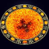 Блюдо «Виноградное» из янтаря с декором из белой бронзы