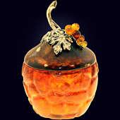 Маленькая шкатулка «Виноград» из янтаря с декором из белой бронзы
