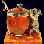 Сувенир «Медовый медведь» из янтаря с декором из белой бронзы