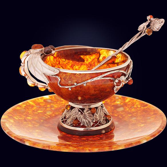 Чайная чашка «Стрекоза» из янтаря с ложечкой с декором из белой бронзы