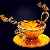 Чайная чашка «Малиновка» из янтаря с ложечкой с декором из белой бронзы