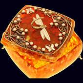 Шкатулка «Стрекоза» с жемчугом из янтаря с декором из белой бронзы