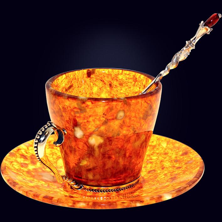 Кофейный набор из янтаря с декором из белой бронзы