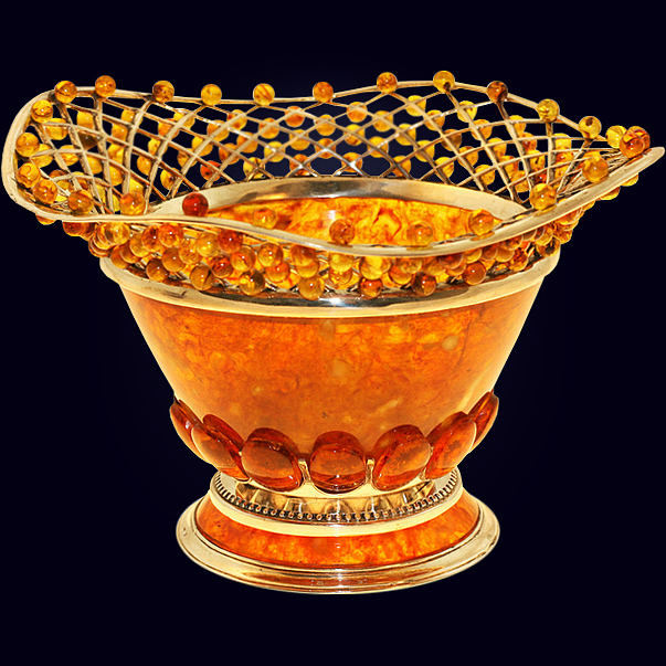Конфетница «Солнышко» из янтаря с декором из белой бронзы