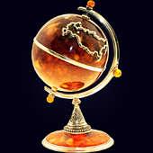 Сувенир «Глобус» из янтаря с декором из белой бронзы