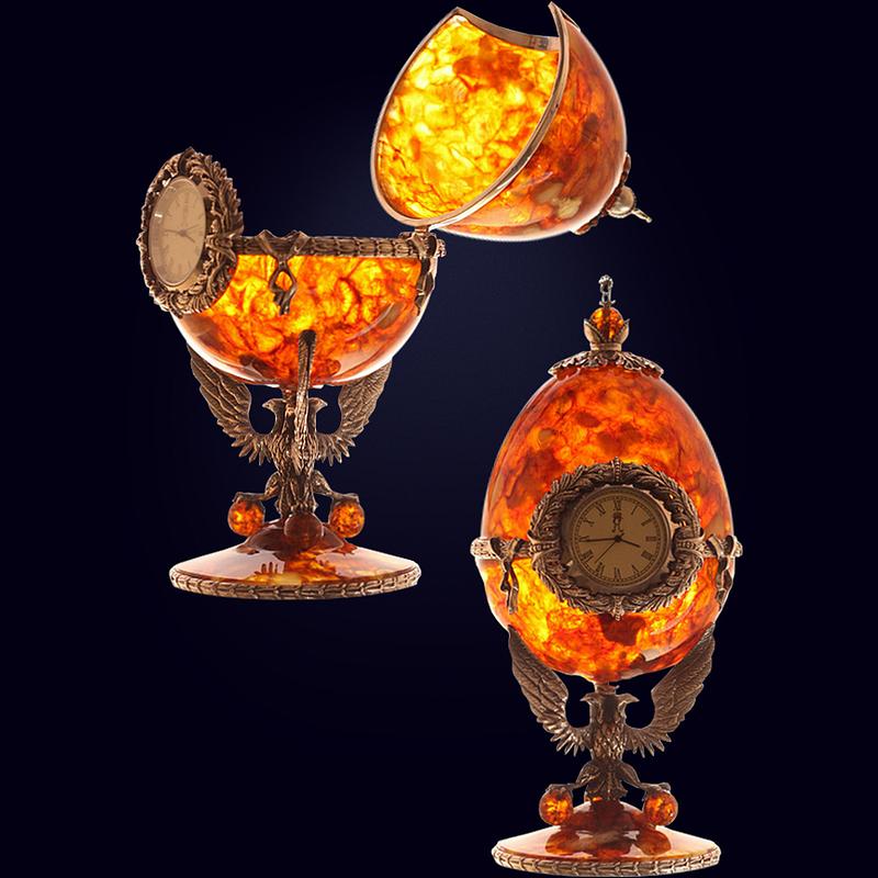 Часы-шкатулка «Державные» из янтаря с декором из белой бронзы