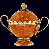 Бонбоньерка (сахарница) «Виноград» из янтаря с декором из белой бронзы