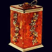 Коробочка для чая «Виноград» из янтаря с декором из белой бронзы