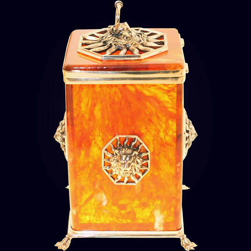 Коробочка для чая «Цезарь» из янтаря с декором из белой бронзы