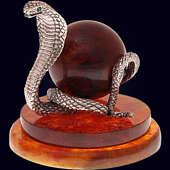 Сувенир «Змея с шаром» из янтаря с декором из белой бронзы