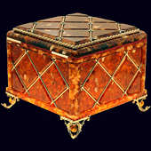 Большая шкатулка из янтаря с декором из белой бронзы
