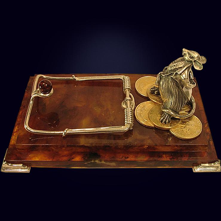 Визитница настольная «Магнат» из янтаря с декором из белой бронзы