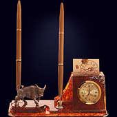 Письменный набор из янтаря с декором из белой бронзы или серебра 875 пробы