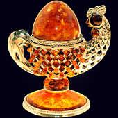 Сувенир-шкатулка «Курочка» из янтаря с декором из белой бронзы