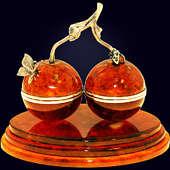 Шкатулка-cувенир «Вишенки» из янтаря с декором из белой бронзы