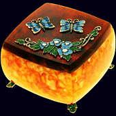 Шкатулка «Бабочки» из янтаря с декором из белой бронзы
