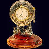 Сувенир-часы «Цирковой медведь» из янтаря с декором из белой бронзы