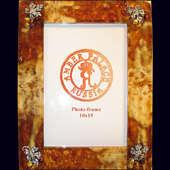 Рамка для фото из янтаря с декором из белой бронзы