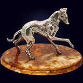 Символ года - сувенир «Грейхаунд» с декором из белой бронзы