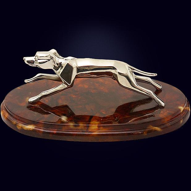 Символ года - сувенир «Гончая» с декором из белой бронзы