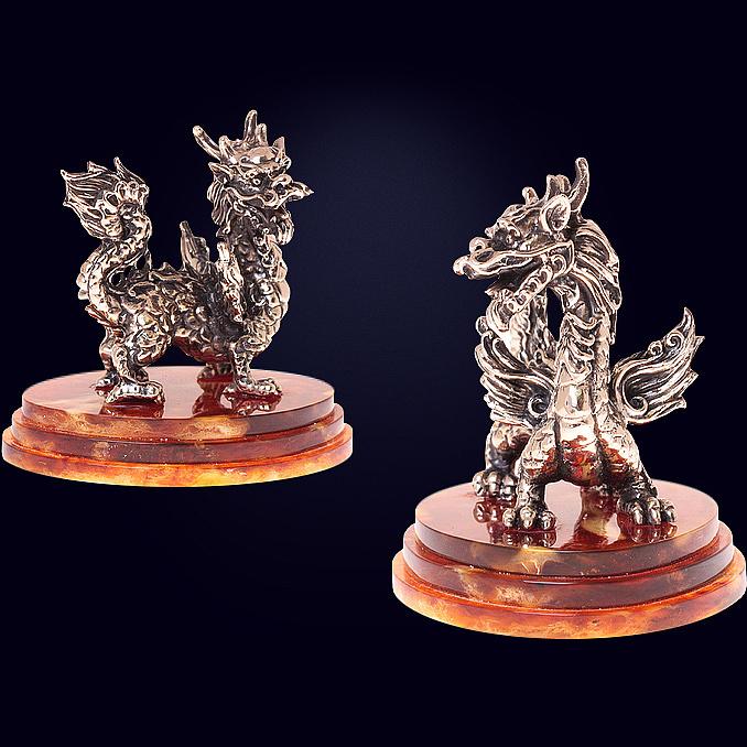 Сувенир «Мудрый дракон» из янтаря с декором из белой бронзы