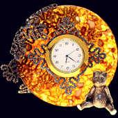 Часы «Вологодские кружева» из янтаря с декором из белой бронзы