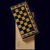 "Шахматы ""Шелл"" из морёного дуба с инкрустацией янтарём"