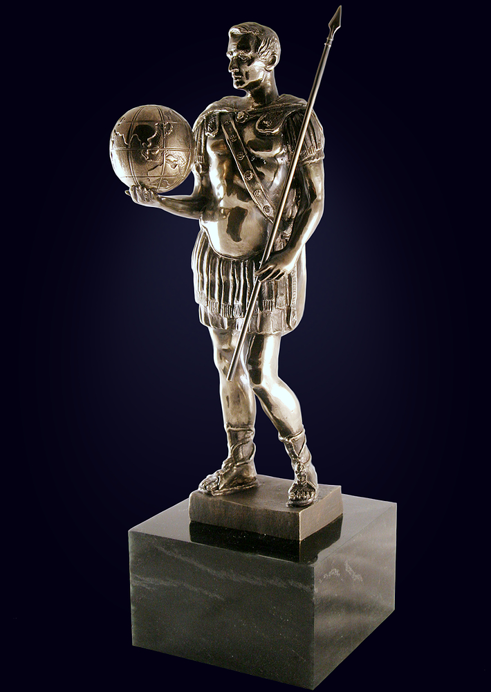 Скульптура «Легионер»
