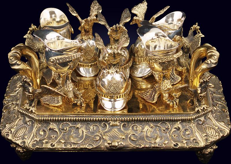 Набор чарок «Державный» из позолоченной бронзы на подносе