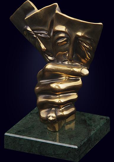 Скульптура на подставке из камня «Игра»