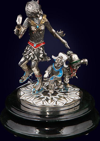 Ювелирная композиция «Фигуристы» из серебра на нефритовом пьедестале