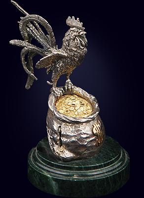 Композиция «Петух на мешке с деньгами» из серебра с золочением на нефритовом пьедестале