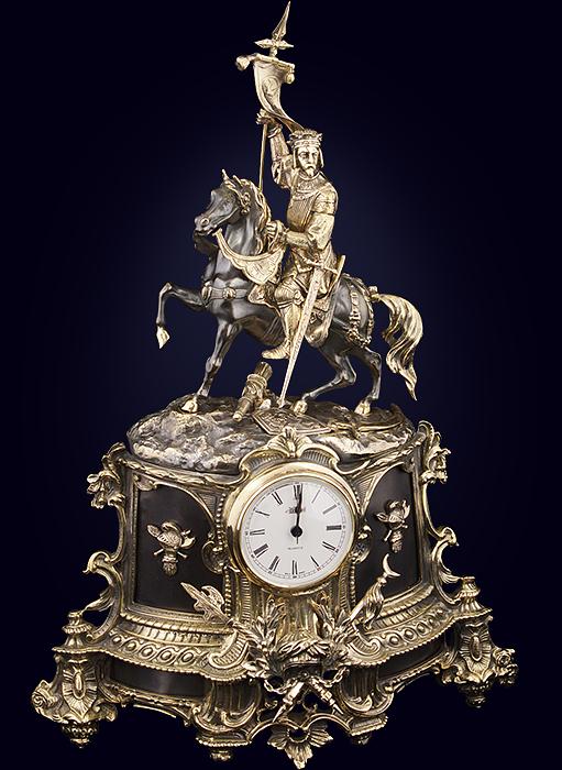 Часы каминные «Рыцарь со знаменем»