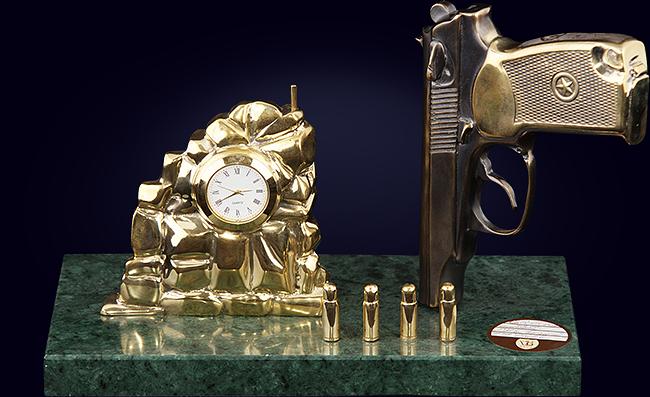 Часы кабинетные «Пистолет Макарова»