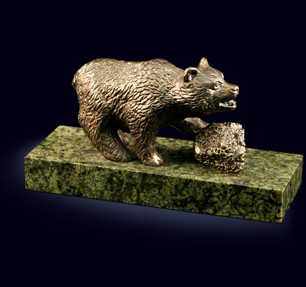 Сувенир «Медведь» из латуни на пьедестале из змеевика
