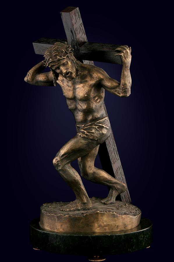 Скульптура  «Иисус с крестом»