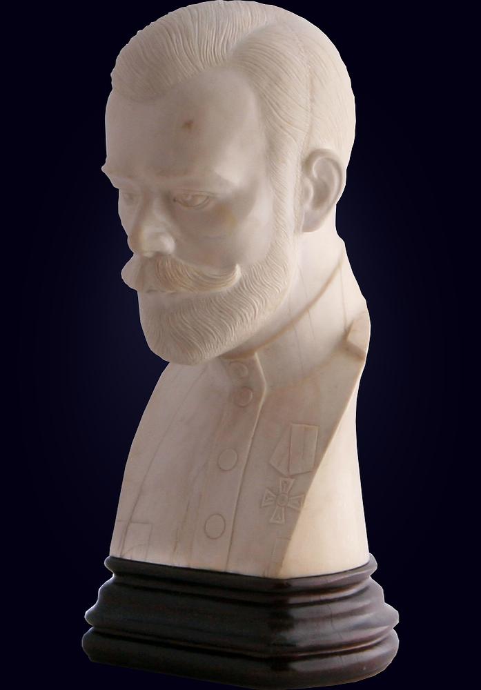 Бюст Николая II из цельного бивня мамонта