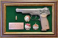 Панно с пистолетом «Стечкин» с наградами СССР в подарочной коробке