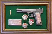 Панно с пистолетом «ТТ» с наградами СССР в подарочной коробке