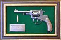 Панно с пистолетом «Наган» в подарочной коробке