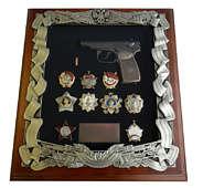 Деревянная ключница с пистолетом Макарова и наградами СССР
