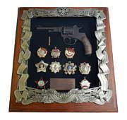 Деревянная ключница с револьвером Наган и наградами СССР