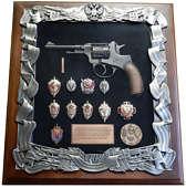 Деревянная ключница с револьвером Наган и знаками ФСБ