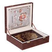 Родословная книга Изысканная эко-кожа с золотой росписью в подарочном футляре с фоторамкой