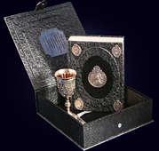 Книга «Императрица Екатерина II» с бокалом