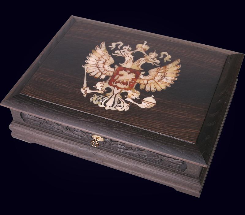 Шкатулка «Россия» из морёного дуба с инкрустацией янтарём