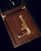 Позолоченный пистолет ТТ в шкатулке