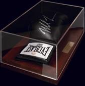 Перчатка с подлинным автографом Майка Тайсона