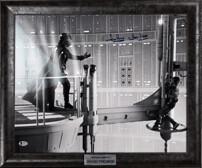"""Кадр из фильма """"Звездные войны"""" с подлинным автографом Дэвида Проуза, сыгравшего Дарта Вейдера"""