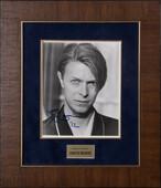 Фото Дэвида Боуи с подлинным автографом певца